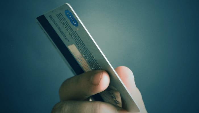 Достоинства и недостатки кредитной карты