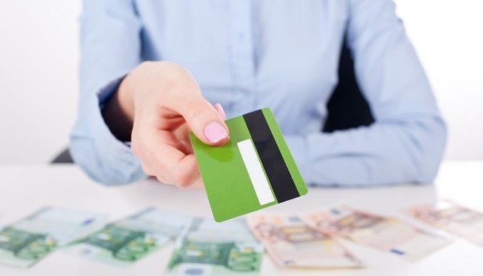 Стоит ли брать кредитную карту