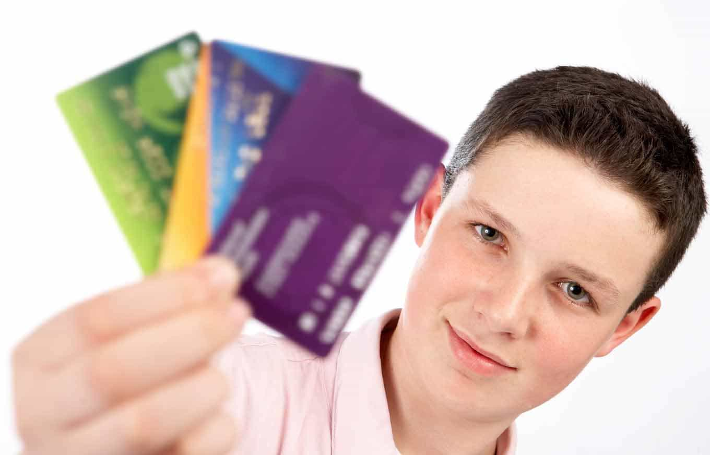 Со скольких лет можно взять кредитную карту