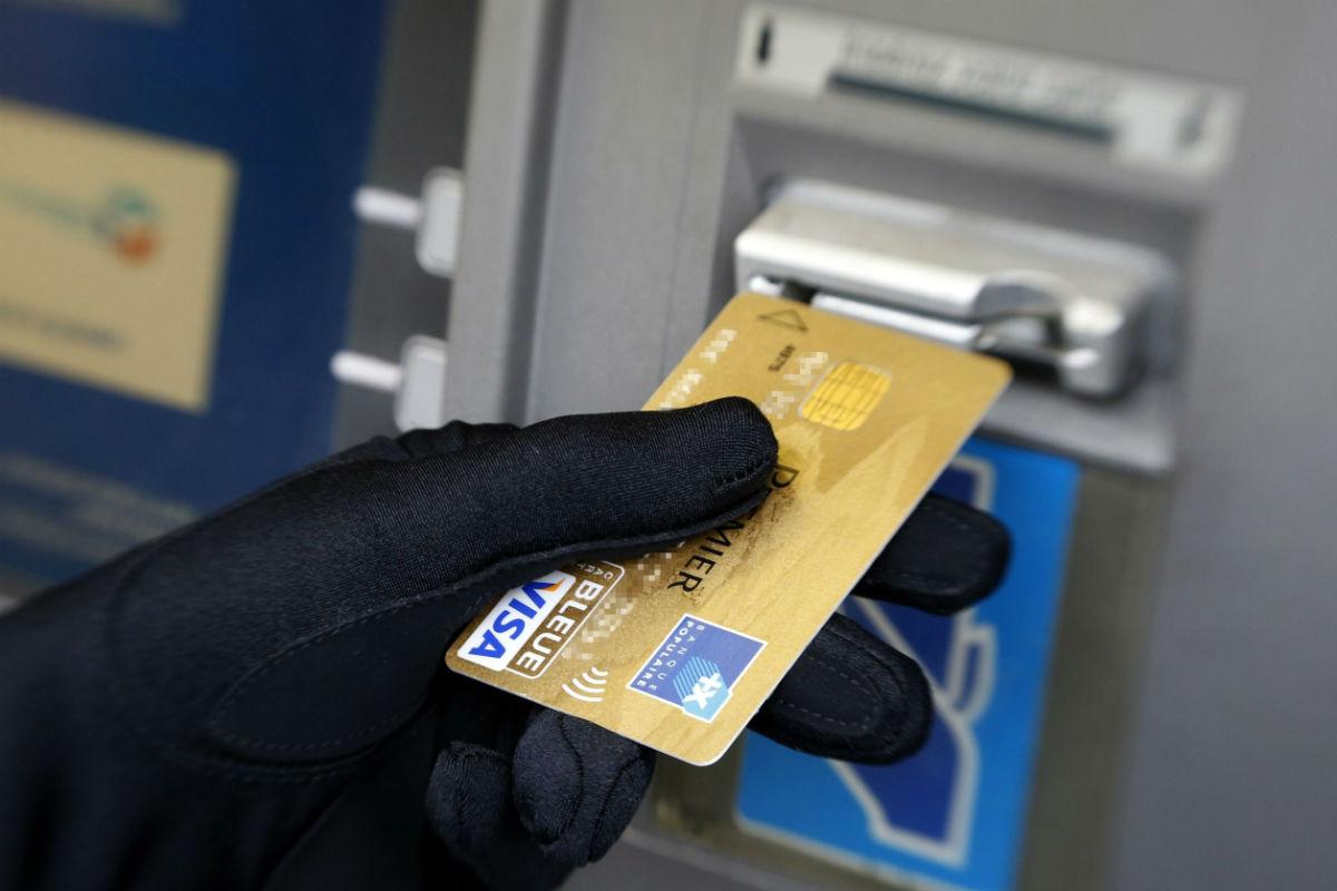 Почему банк блокирует карту, и что делать в случае блокировки