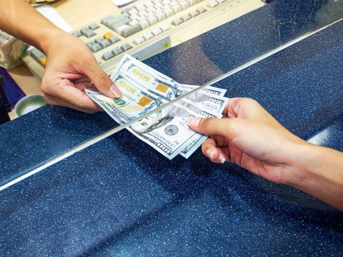 Стоит ли покупать сейчас доллары и евро
