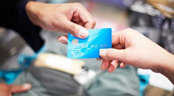 Как банки навязывают кредитные карты