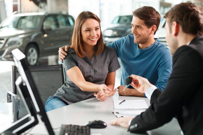 Какие плюсы у кредита при оформлении в автосалоне