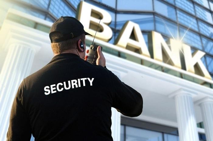 Представитель службы безопасности банка