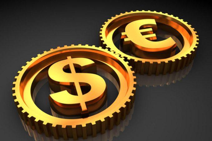 Когда стоит покупать доллары и евро