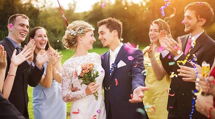 Сколько денег подарить на свадьбу молодоженам