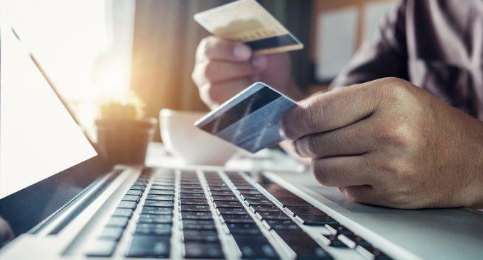 Отличие дебетовой карты от зарплатной
