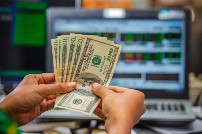 Покупать доллары онлайн гораздо проще и выгоднее