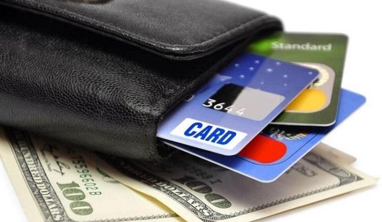 Отечественные банки чаще стали выдавать кредитные карты населению с лимитом выше 100 тыс. руб.