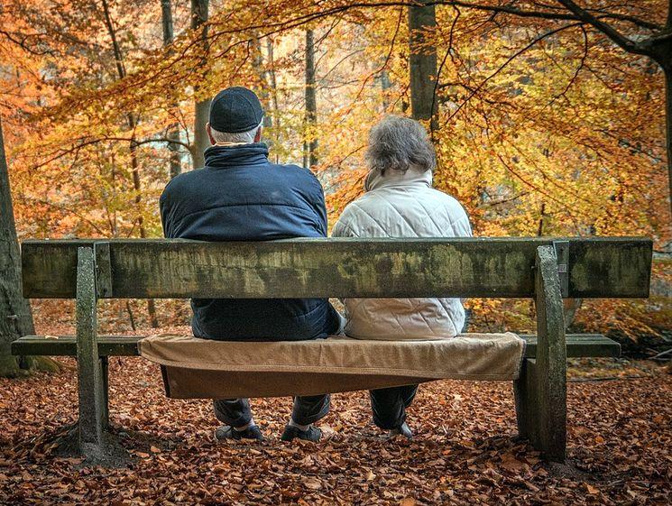 Что лучше, пенсионные накопления в НПФ или банковские вклады
